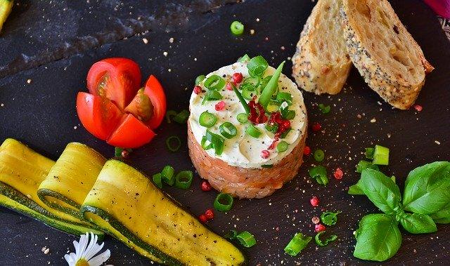 Tartare de saumon et légumes